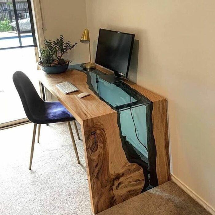 Как вам такой компьютерный стол? \ Фото: twitter.com.