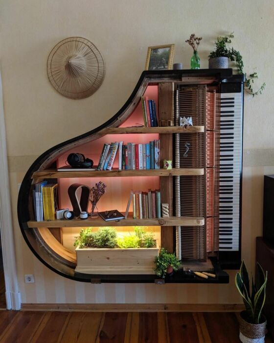 Полка в форме пианино. \ Фото: facebook.com.