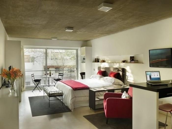 Уютная и достаточно просторная студия.