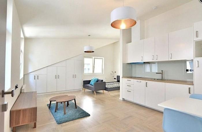 Такую студию со всем необходимым для комфортной жизни можно арендовать за $990.
