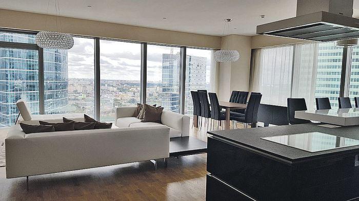 Просторные апартаменты с прекрасным видом на город.