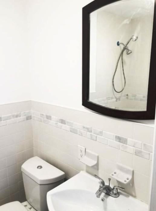 Зато есть небольшая ванная комната.