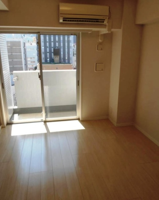 За эти деньги в Токио можно снять студию без мебели.