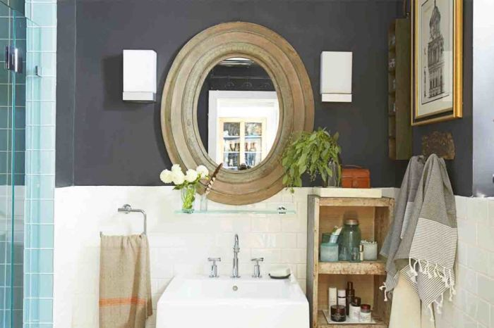 Практичные деревянные стеллажи – приятное дополнение ванного интерьера.