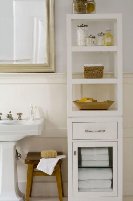 Такой стеллаж очень удобен и практичен для хранения банных принадлежностей первой необходимости.