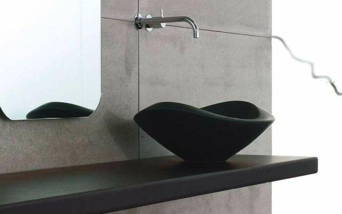 Чёрная раковина для ванной комнаты. \ Фото: twitter.com.