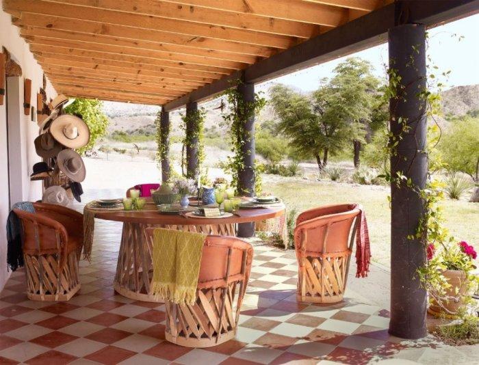 Столовая на веранде в мексиканском стиле. \ Фото: ekhbaria.org.