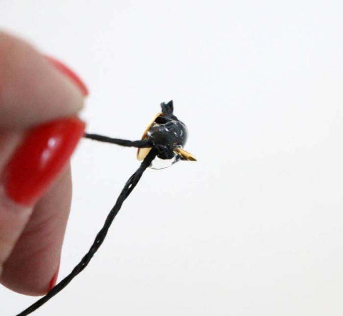 Петелька для зеркала. \ Фото: blitsy.com.