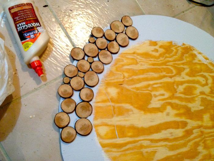 Приклеиваем деревянные пластинки. \ Фото: jaimecostiglio.com.