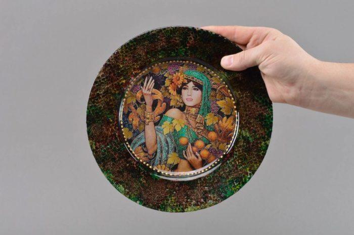 Декупаж тарелки в восточном стиле. \ Фото: mirdizajna.ru.