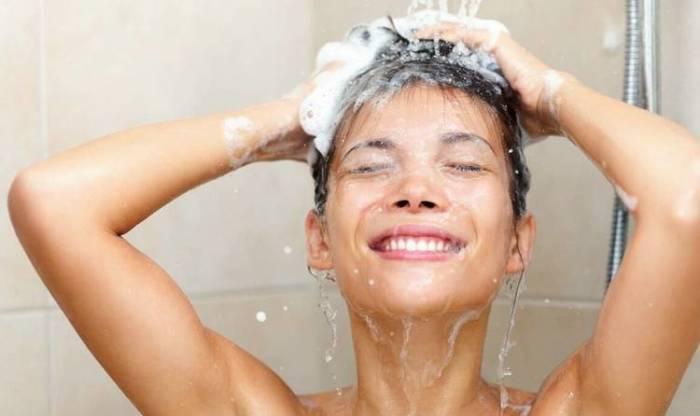 Не стоит мыть голову ежедневно. | Фото: jamadvice.com.ua.