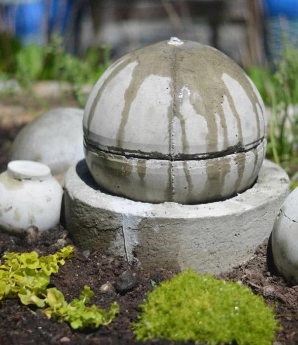 Круглый фонтан. \ Фото: atcharlotteshouse.com.
