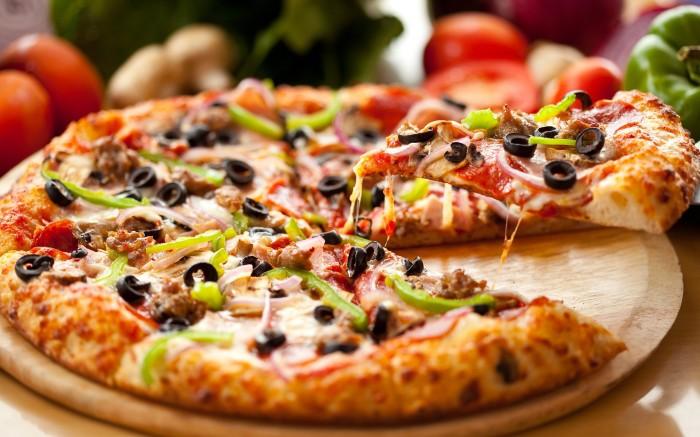 Пицца содержит энное количество соли. \ Фото: kleo.ru.