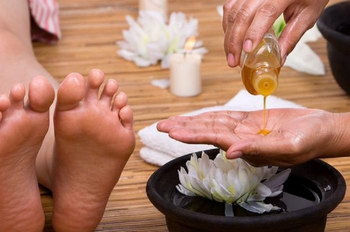 Лавандовое или другое ароматное масло для ног. \ Фото: google.ru.