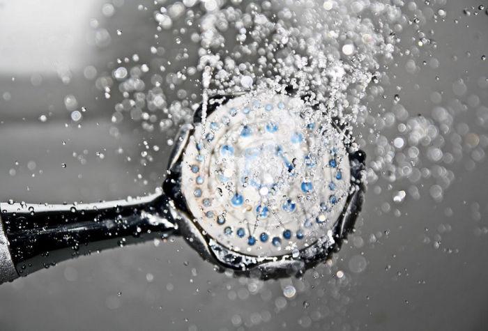 Воспользуйтесь таймером для душа или умным душем с дозатором. \ Фото: anynews.ru.