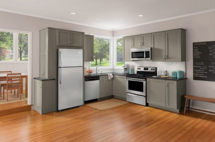 Не забывайте о том, как и где стоит разместить холодильник. \ Фото: infostroyadvice.ru.