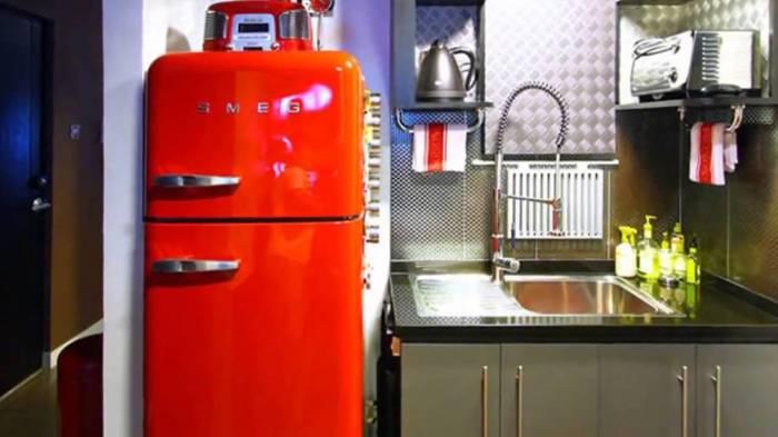 Цветной ретро-холодильник. \ Фото: youtube.com.