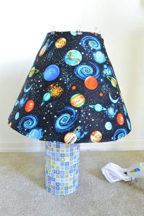 Галактический абажур, который однозначно приглянется вашим детям. \ Фото: vikalpah.com.