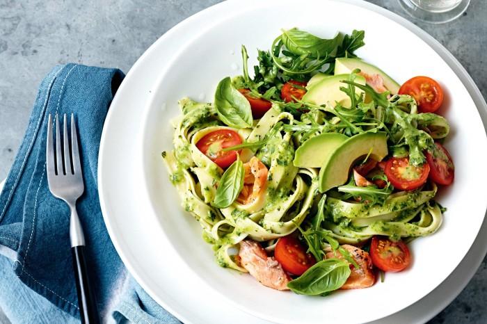 Вкус авокадо сделает это блюдо необычным. \ Фото: taste.com.au.