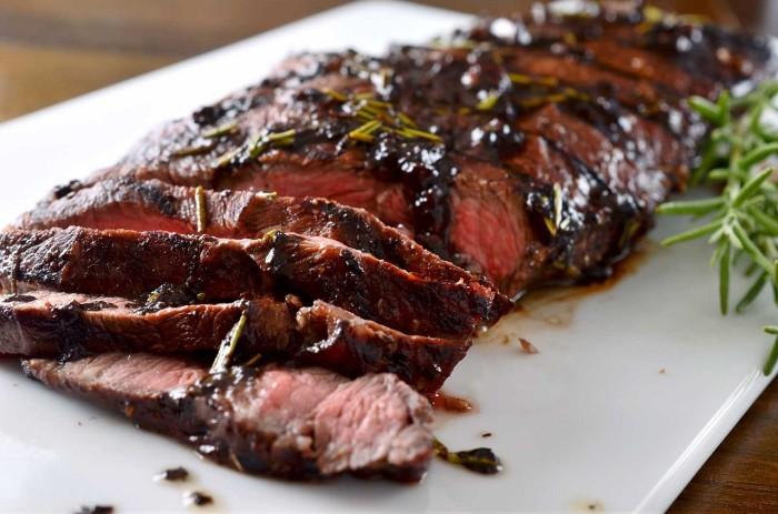 Вкуснейший стейк из говядины. \ Фото: fishki.net.