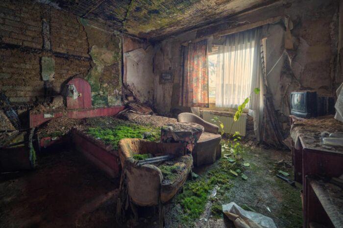 Заброшенная комната в отеле Плаза, Германия. \ Фото: pholder.com.