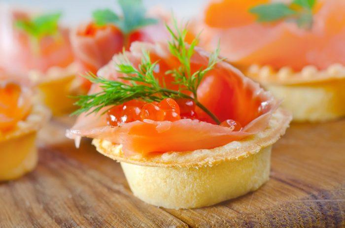 Наслаждаемся любимыми морепродуктами. \ Фото: kompasdv.ru.