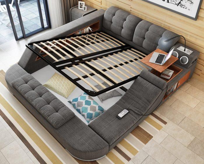Прячем всё лишнее в кровати или под ней. \ Фото: obustroeno.com.