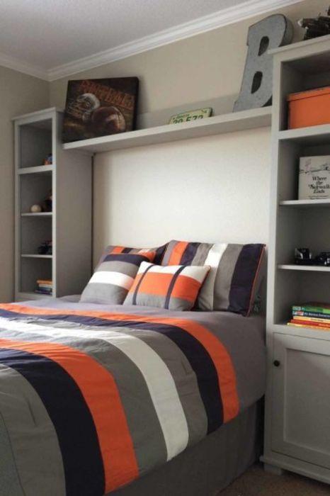 Используйте пространство вокруг кровати с толком. \ Фото: pinterest.com.