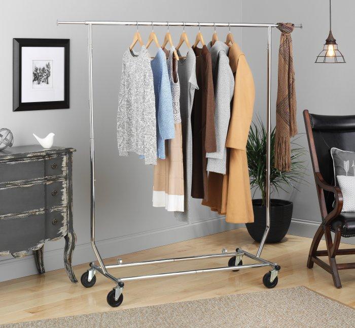 Открытые вешалки для одежды. \ Фото: overstock.com.