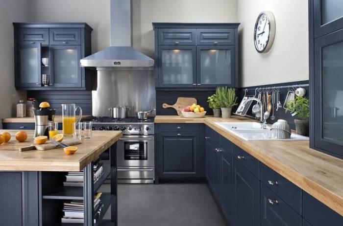 Синий цвет в интерьере кухни. \ Фото: vashakuhnya.com.