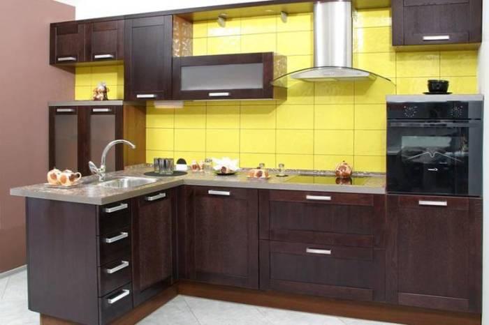 Кухня цвета венге. \ Фото: vashakuhnya.com.