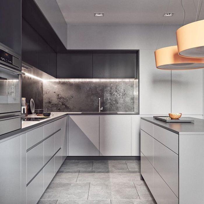 Маленькая угловая кухня с элементами мрамора. \ Фото: pinterest.com.
