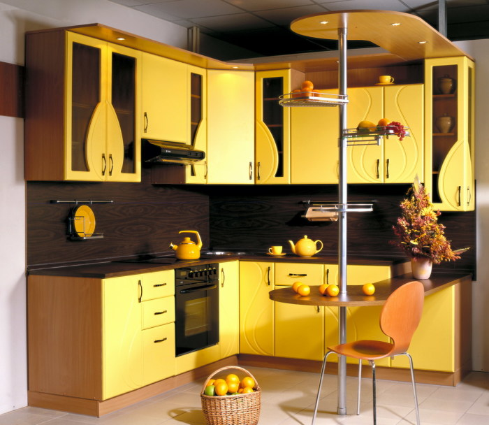 Жёлтая кухня. \ Фото: akuhnja.com.