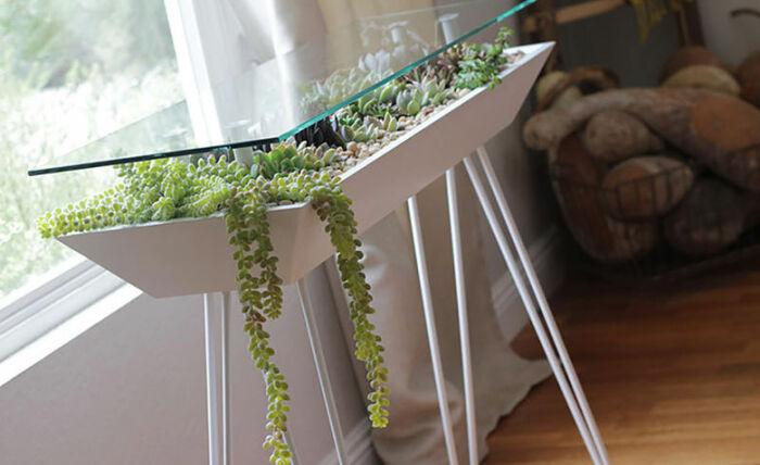 Ещё один вариант стеклянного столика. \ Фото: google.com.