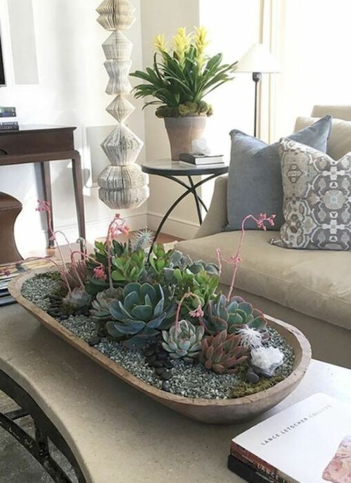 Оригинальное решение украсить столик. \ Фото: pinterest.com.