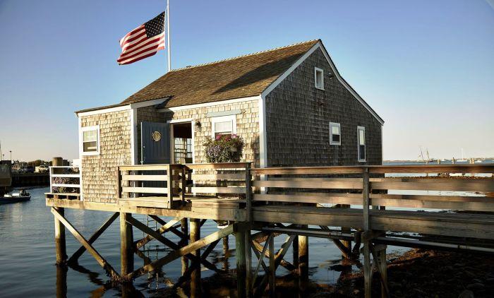 Такой дом - идеальный вариант для тех. кто решил жить поближе к воде.