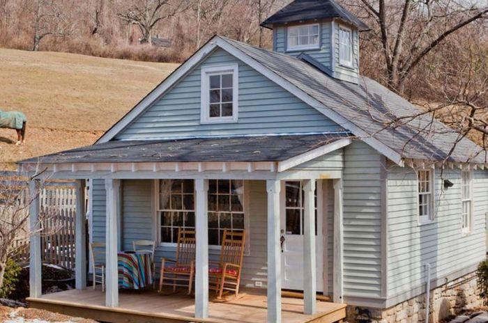 Дом, выполненный в деревенском стиле.