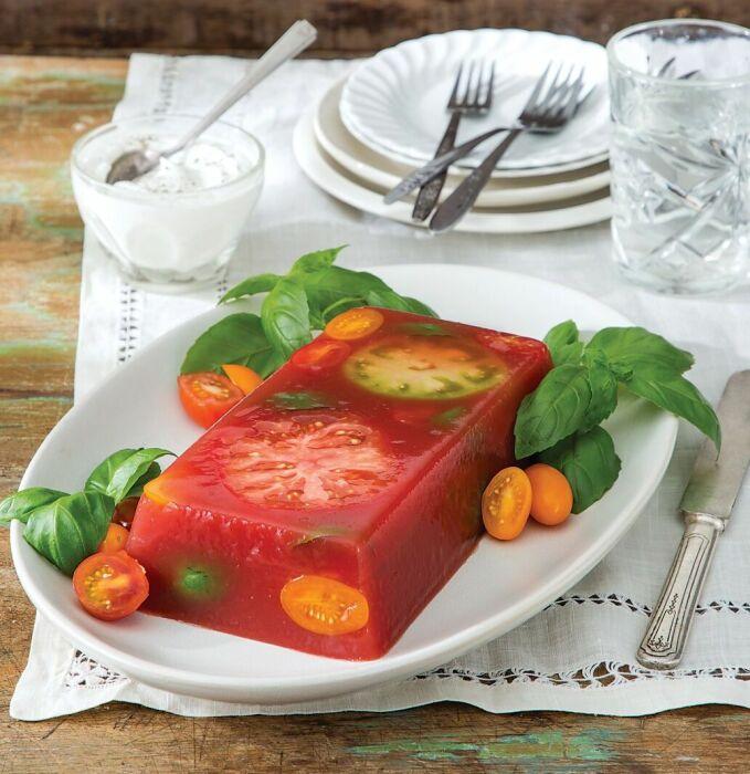 Желе из помидоров. \ Фото: tasteofthesouthmagazine.com.
