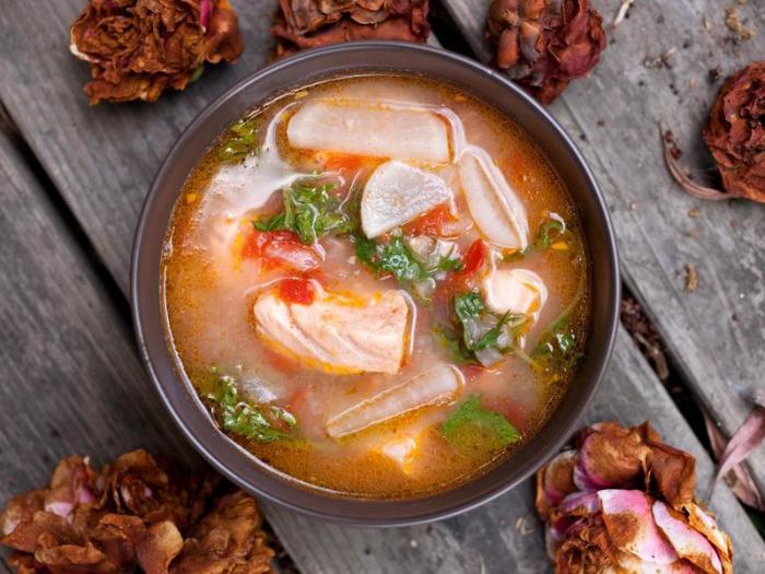Уха из красной рыбы. \ Фото: cookpad.com.