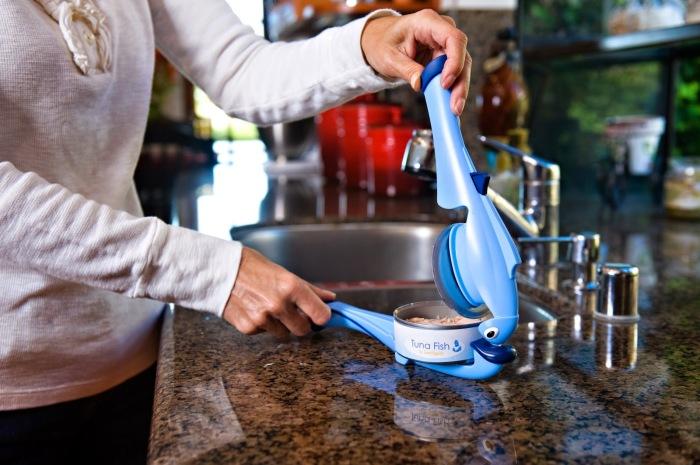 Приспособление для консервов. \ Фото: wrappedupnu.com.