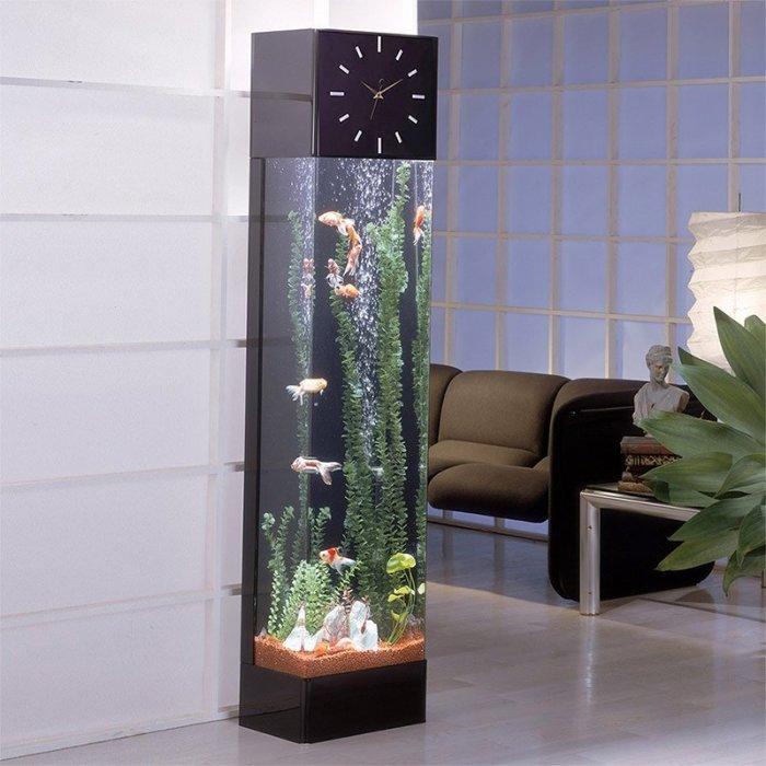 Часы с аквариумом.