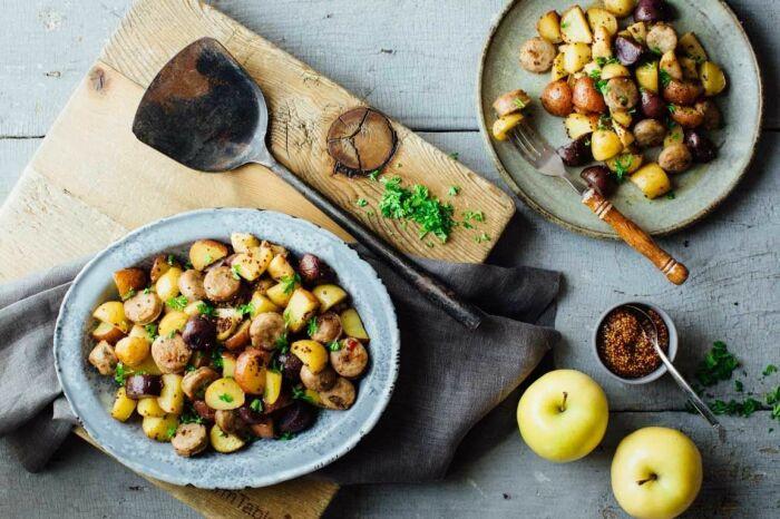 Картошка с яблоками. \ Фото: healthyseasonalrecipes.com.