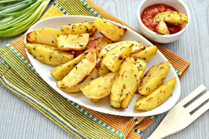 Запечённый картофель. \ Фото: pinterest.com.