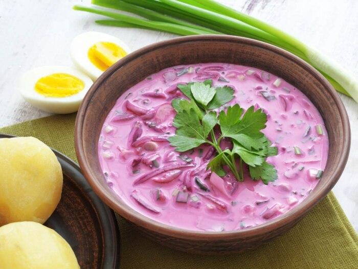 Суп из свеклы и яблок. \ Фото: kuchnia.wp.pl.