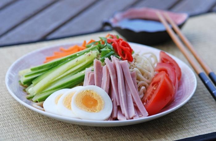 Невероятно вкусный японский салат. \ Фото: mycooktes.ru.