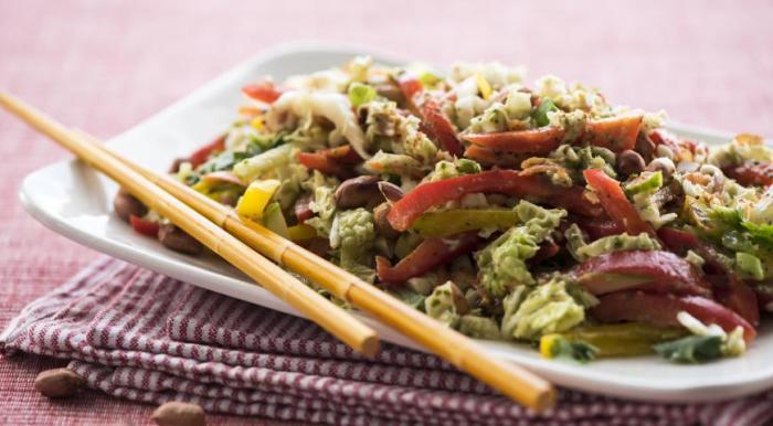 Невероятно вкусный азиатский салат. \ Фото: google.ru.