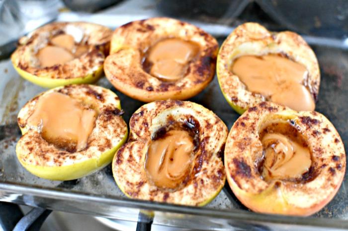 Яблоки с сыром. \ Фото: google.com.