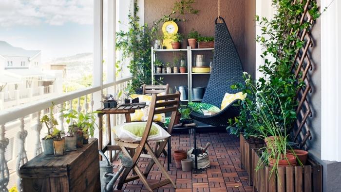 Стеллажи и компактная мебель - идеальное решение.