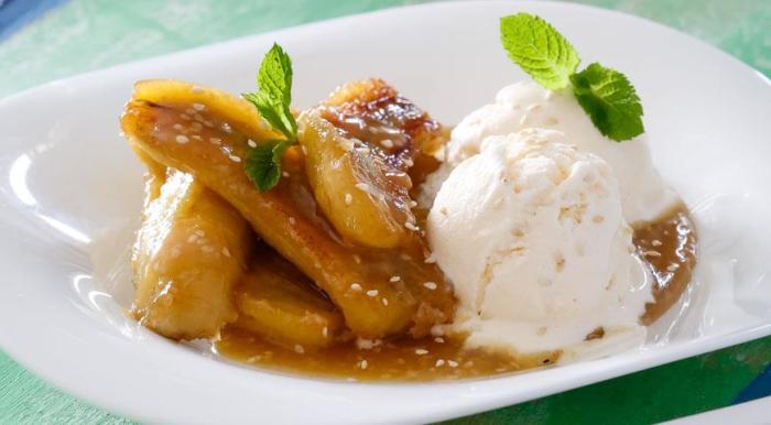 Такой десерт стоит подавать с ванильным мороженым.