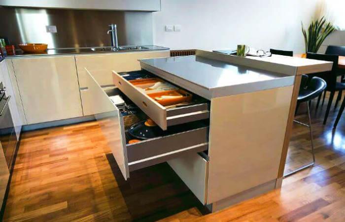 Современная альтернатива шкафам и кухонным столам.